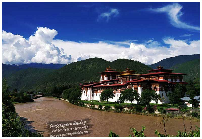 bhutan honeymoon trip - Punakha Dzong - top attraction of bhutan