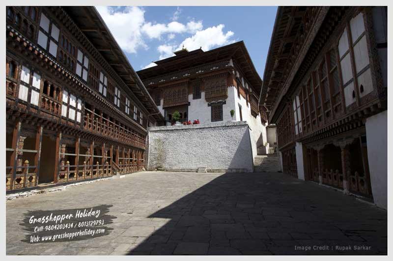 Trongsa Dzong | Trongsa | Largest dzong in Bhutan | Attraction of bhutan